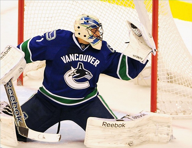 Roberto Luongo Gets The Start For Vancouver Canucks Against Blues